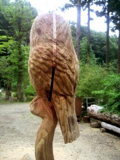 フクロウと止り木をモチーフ、フクロウ彫刻ベンチ