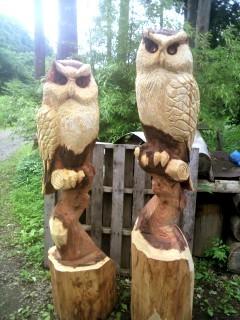 夫婦フクロウ彫刻