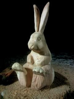 ウサギのマヨネーズ立てのチェーンソーアート