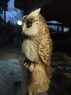 チェーンソーアートカービングフクロウ・Chainsaw art OWL