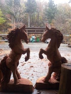 チェーンソーアート彫刻の馬
