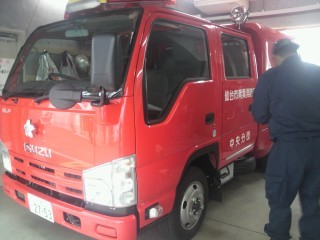 こんにちは、いらっしゃい高規格消防車