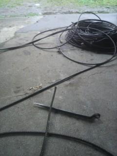 鋼線ワイヤーの手編み込み