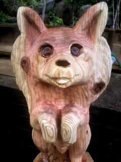 パピヨン彫刻チェーンソーアート