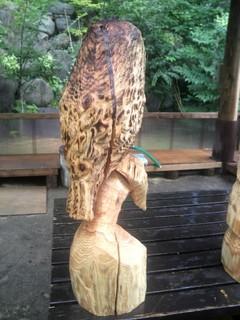 フクロウ彫刻チェーンソーアート