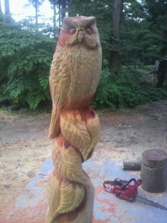 チェーンソー彫刻フクロウ