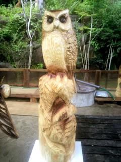 チェーンソーアート彫刻フクロウ