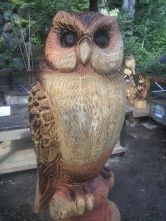 チェーンソーアート彫刻フクロウ木工ベンチ