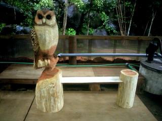 手作りベンチフクロウ彫刻 チェーンソーアート