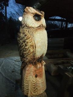 一点もの彫刻ふくろう・Chainsaw art Owl